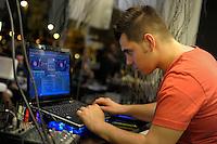 Valerio Pacifici, aka Dj Lupo.DJ sordo mentre mixa brani musicali. Deaf DJ plays music..AperiDeaf, aperitivi organizzati da Radio Kaos Italye Radio Kaos ItaLIS per l'integrazione tra sordi e udenti..AperiDeaf, appetizers organized by Radio Kaos Italy for the integration of deaf and hearing...