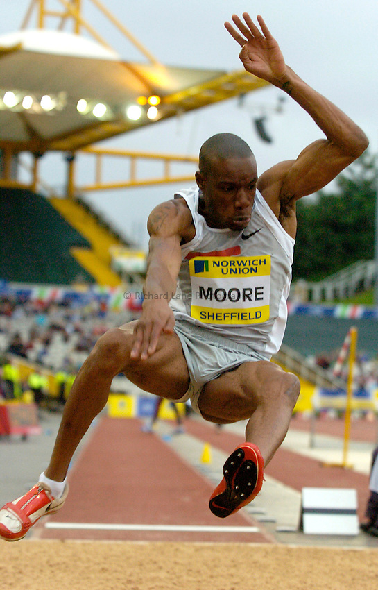 Photo: Richard Lane/Sportsbeat Images..Norwich Union British Grand Prix, Sheffield. 15/07/2007. .Jonathan Moore of Great Britain in the men's long jump.