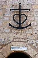 France/13/Bouches du Rhone/Camargue/Parc Naturel Régionnal de Camargue/Saintes Maries de la Mer: Porte  de l'église romane fortifiée