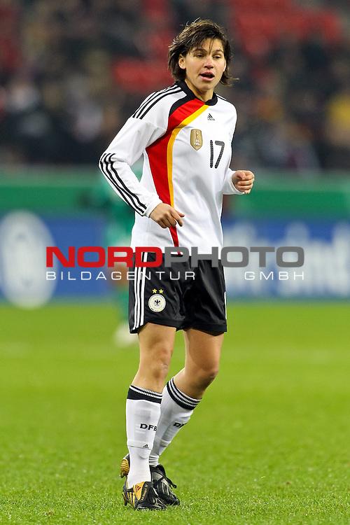 25.11.2010,  BayArena, Leverkusen, GER, FSP, Deutschland (GER) vs Nigeria (NG), Freundschaftsspiel, im Bild: Ariane Hingst (Deutschland #17, Frankfurt)  Foto © nph / Mueller