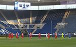 Schweigeminute beider Mannschaften für die Opfer der Corona-Pandemie<br /> <br /> Foto: POOLFOTO/Avanti/Ralf Poller/PIX-Sportfotos.<br /> TSG 1899 Hoffenheim-1. FC Koeln.<br /> Sinsheim,  GER, 27.05.2020 , 28. Spieltag , Fussball 1. Bundesliga 2019/2020.<br /> <br /> Sport: Fussball: LIGA: Saison 19/20: TSG 1899 Hoffenheim- 1.FC Koeln, 27.05.2020.<br /> Foto: RALF POLLER/AVANTI/POOL<br /> <br /> Nur für journalistische Zwecke! Only for editorial use! <br /> Gemäß den Vorgaben der DFL Deutsche Fußball Liga ist es untersagt, in dem Stadion und/oder vom Spiel angefertigte Fotoaufnahmen in Form von Sequenzbildern und/oder videoähnlichen Fotostrecken zu verwerten bzw. verwerten zu lassen. DFL regulations prohibit any use of photographs as image sequences and/or quasi-video.