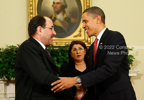 Washington, DC - October 20, 2009 -- United States President Barack Obama shakes hands with Prime Minister Nouri Al-Maliki of Iraq after a meeting in the Oval Office of the White House, Washington, DC, Tuesday, October 20, 2009. .Credit: Aude Guerrucci / Pool via CNP