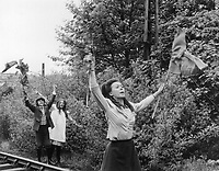 The Railway Children (1970) <br /> Jenny Agutter, Sally Thomsett &amp; Gary Warren<br /> *Filmstill - Editorial Use Only*<br /> CAP/KFS<br /> Image supplied by Capital Pictures