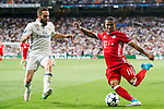 Douglas Costa of FC Bayern Munich battles for the ball with Daniel Carvajal Ramos of Real Madrid during their 2016-17 UEFA Champions League Quarter-finals second leg match between Real Madrid and FC Bayern Munich at the Estadio Santiago Bernabeu on 18 April 2017 in Madrid, Spain. Photo by Diego Gonzalez Souto / Power Sport Images