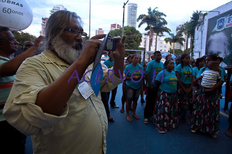 Rubens Gomes<br /> <br /> Representantes indígenas ( Waiwai ) e quilombolas durante manifestação pela regularização de suas terras  na bacia do rio Trombetas no município de Oriximina na calha norte do Pará.   <br /> Com uma população indígena estimada  em 3400 pessoas divididas entre comunidades Waiwai, Zoés, Tiryó;  entre outras 8, além de 35 comunidades quilombolas, a região vem sofrendo  forte pressão de mineradoras na região.<br /> Belém, Pará, Brasil.<br /> Foto Paulo Santos.<br /> 02/10/2013