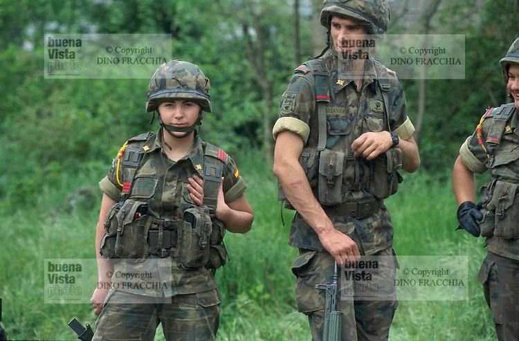 - assault riflemen platoon during NATO exercises ....- squadra di fucilieri d'assalto durante esercitazioni NATO