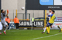 KV KORTRIJK - WAASLAND BEVEREN :<br /> Felipe Avenatti (M) kopt de bal voorbij doelman Kevin Debaty (L) in doel, met Yohaslin Gamboa (R) als toeschouwer<br /> <br /> Foto VDB / Bart Vandenbroucke