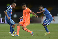 BOGOTÁ -COLOMBIA, 19-07-2014. Mayer Candelo (Izq.)  y Alex Diaz (Der) jugadores de Millonarios disputa el balón con Andres Tello (C.) jugador de Envigado FC durante partido por la fecha 1 de la Liga Postobón II 2014 jugado en el estadio Nemesio Camacho el Campín de la ciudad de Bogotá./ Mayer Candelo (L) and  Alex Diaz (R) players of Millonarios fights for the ball with Andres Tello (C) player of Envigado FC during the match for the first date of the Postobon League II 2014 played at Nemesio Camacho El Campin stadium in Bogotá city. Photo: VizzorImage/ Gabriel Aponte / Staff
