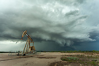 Supercell thunderstorm behind an oil pump in Texas, May 26, 2014