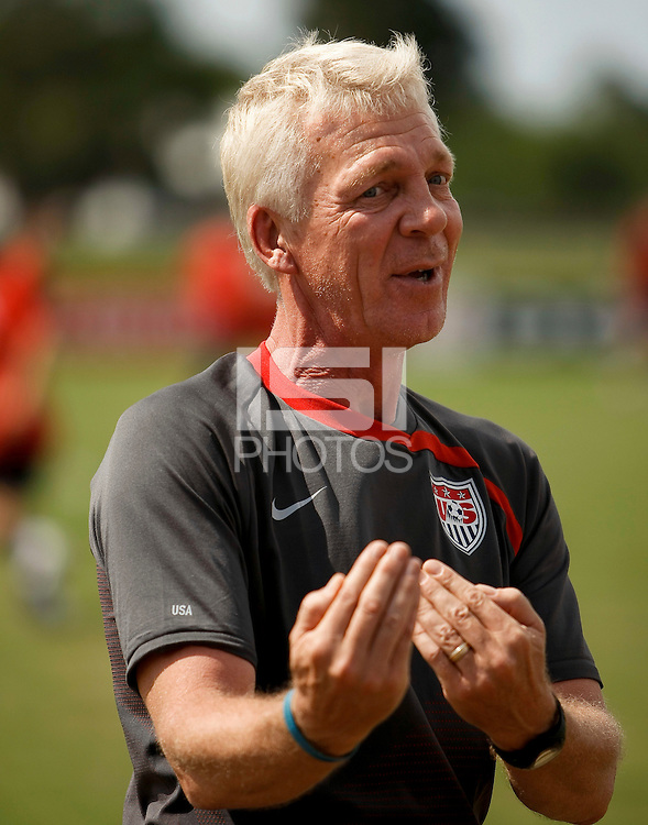 U-20 MNT head coach Thomas Rongen. U.S. U-20 Men Intrasquad Scrimmage during day three of the US Soccer Development Academy  Spring Showcase in Sarasota, FL, on May 24, 2009.