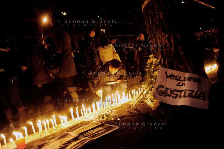 Roma, 10 Gennaio 2012.Corteo e fiaccolata della comunità cinese per chiedere giustizia, e sicurezza, contro la violenza..Il corteo fino a Torpignattara, il quartiere in cui Zhou Zeng e la figlioletta Joy di pochi mesi sono stati uccisi durante una rapina.
