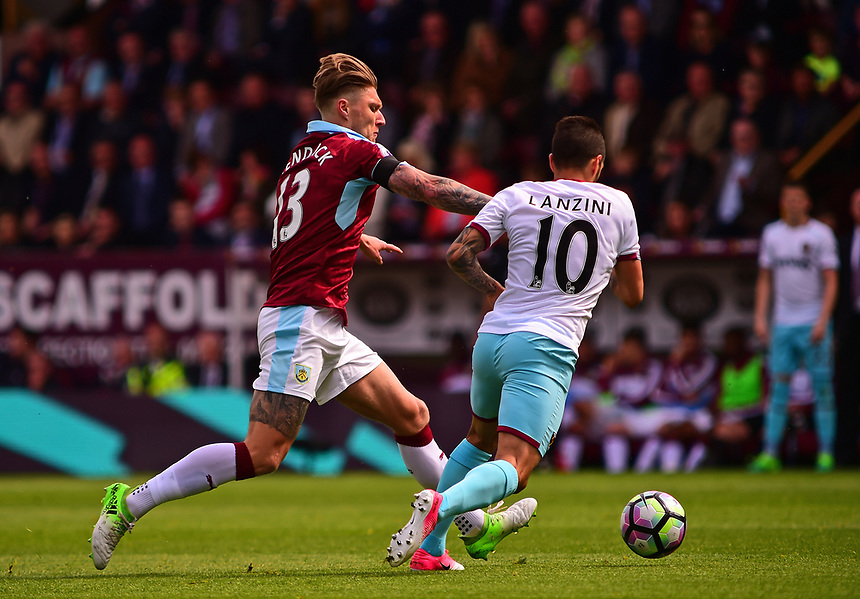 Burnley's Jeff Hendrick vies for possession with West Ham United's Manuel Lanzini<br /> <br /> Photographer Andrew Vaughan/CameraSport<br /> <br /> The Premier League - Burnley v West Ham United - Sunday 21st May 2017 - Turf Moor - Burnley<br /> <br /> World Copyright &copy; 2017 CameraSport. All rights reserved. 43 Linden Ave. Countesthorpe. Leicester. England. LE8 5PG - Tel: +44 (0) 116 277 4147 - admin@camerasport.com - www.camerasport.com