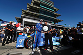 Verizon IndyCar Series<br /> Indianapolis 500 Qualifying<br /> Indianapolis Motor Speedway, Indianapolis, IN USA<br /> Sunday 21 May 2017<br /> Scott Dixon, Chip Ganassi Racing Teams Honda is presented with the P1 trophy by Steven Williams of Verizon<br /> World Copyright: Michael L. Levitt<br /> LAT Images<br /> ref: Digital Image levitt-0517-ims_50149