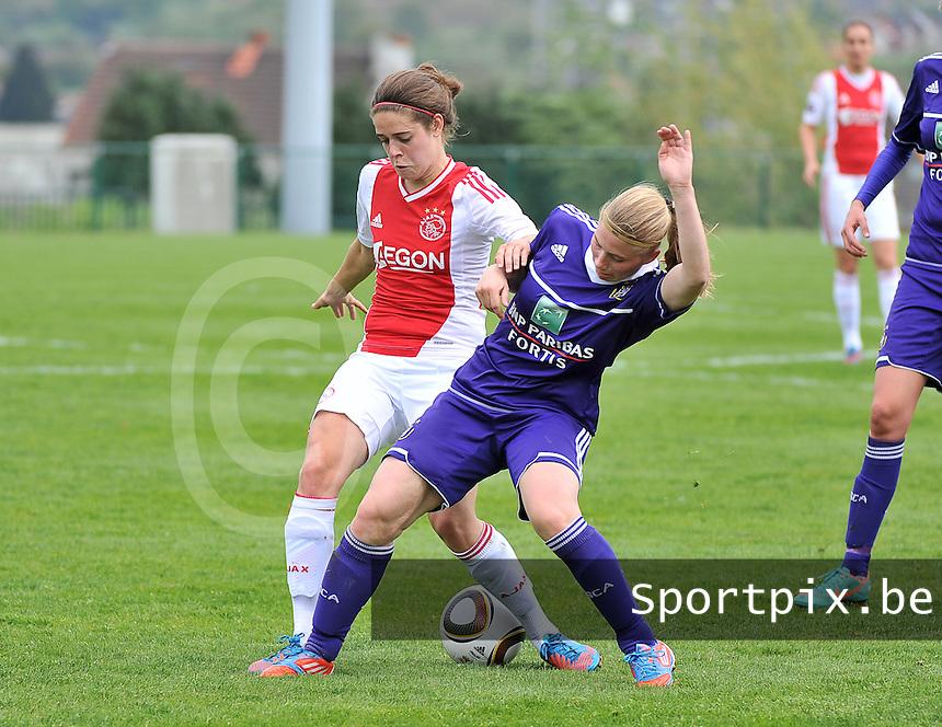 RSC Anderlecht Dames - Ajax Amsterdam : Tessel Middag in duel met Jana Coryn .foto DAVID CATRY / Nikonpro.be