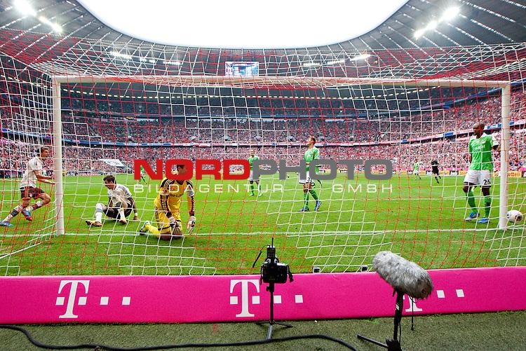 28.09.2013, Allianz Arena, Muenchen, GER, 1.FBL,  FC Bayern Muenchen vs . VfL Wolfsburg, im Bild Tor zum 1-0 durch Thomas Mueller (FCB #25)  / Foto © nph / Straubmeier