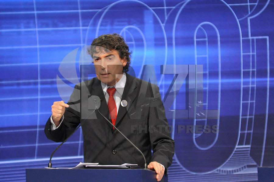 OSASCO, SP, 03 SETEMBRO DE 2012 – DEBATE REDETV – ATENÇÃO EDITOR: FOTO EMBARGADA PARA VEÍCULOS INTERNACIONAIS: Candidato a prefeitura de São Paulo Carlos Gianazzi durante debate realizado na noite desta segunda feira (03) pela RedeTV, na sede da emissora em Osasco. (FOTO: LEVI BIANCO / BRAZIL PHOTO PRESS).