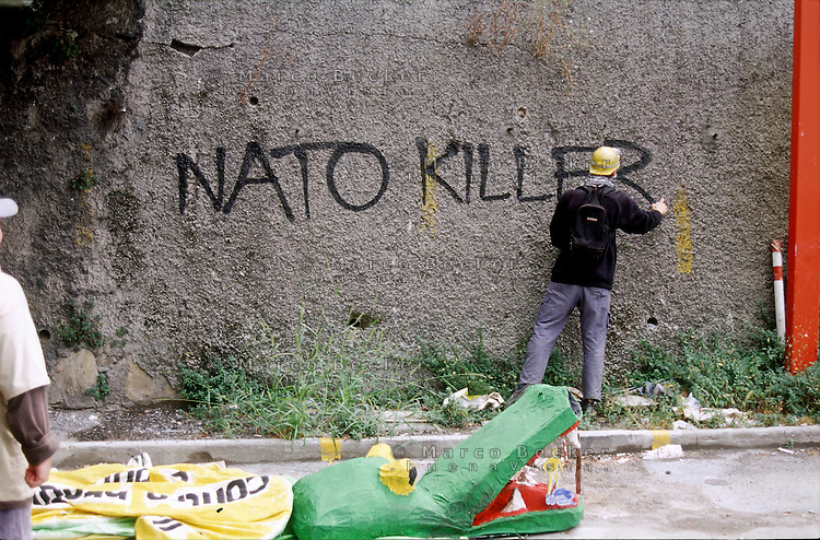 "genova luglio 2001, proteste contro il g8. scritta sul muro: ""nato killer"" --- genoa july 2001, protests against g8 summit. writing on the wall ""nato killer"""