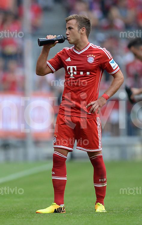 Fussball  1. Bundesliga  Saison 2013/2014  3. Spieltag FC Bayern Muenchen - 1. FC Nuernberg       24.08.2013 Mario Goetze (FC Bayern Muenchen) trinkt