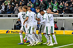 04.11.2018, Stadion im Borussia-Park, Moenchengladbach, GER, 1. FBL, Borussia Moenchengladbach vs. Fortuna Duesseldorf, DFL regulations prohibit any use of photographs as image sequences and/or quasi-video<br /> <br /> im Bild die Mannschaft von Moenchengladbach Jubel / Freude / Emotion / Torjubel / Torschuetze zum 1:0 Thorgan Hazard (#10, Borussia M?nchengladbach / Moenchengladbach) <br /> <br /> Foto &copy; nordphoto/Mauelshagen