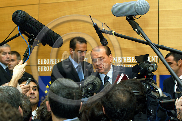 STRASBOURG - FRANCE -22 SEPTEMBER 2002 -- Silvio BERLUSCONI the Italian Prime Minister surrounded by media after the press conference at the EU-Parliament about the result of the EU-Summit of the 16-17.10.2003. -- PHOTO: JUHA ROININEN / EUP-IMAGES