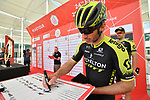 Mitchelton-Scott team sign on before the start of Stage 3 of the 2019 UAE Tour, running 179km form Al Ain to Jebel Hafeet, Abu Dhabi, United Arab Emirates. 26th February 2019.<br /> Picture: LaPresse/Massimo Paolone | Cyclefile<br /> <br /> <br /> All photos usage must carry mandatory copyright credit (© Cyclefile | LaPresse/Massimo Paolone)