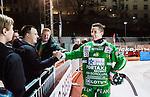 Stockholm 2014-11-29 Bandy Elitserien Hammarby IF - IK Sirius :  <br /> Hammarbys Markus Kumpuoja tackas av supportrar efter matchen mellan Hammarby IF och IK Sirius <br /> (Foto: Kenta J&ouml;nsson) Nyckelord:  Elitserien Bandy Zinkensdamms IP Zinkensdamm Zinken Hammarby Bajen HIF HeIF Sirius IKS supporter fans publik supporters glad gl&auml;dje lycka leende ler le jubel gl&auml;dje lycka glad happy