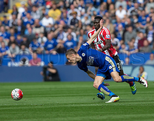 03.04.2016. King Power Stadium, Leicester, England. Barclays Premier League. Leicester versus Southampton. Leicester City striker Jamie Vardy  forces his way past Southampton midfielder Victor Wanyama.