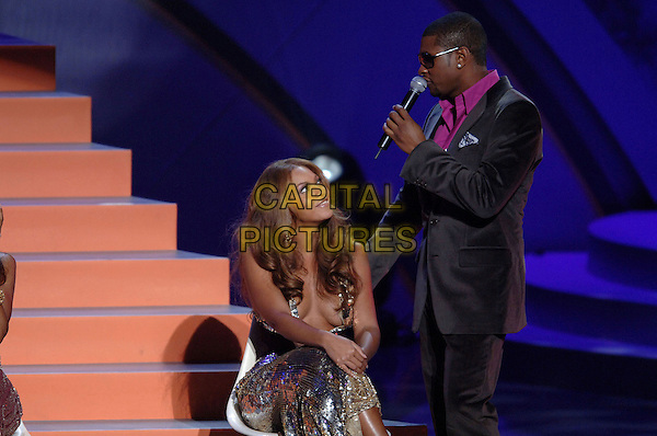 BEYONCE KNOWLES (DESTINY'S CHILD) & USHER.Perform at The World Music Awards-Show held at the Kodak Theatre,.Hollywood, 31st  August 2005.half length stage gig concert pink shirt velvet suit silver sequin sparkly dress hand knee sunglasses microphone.www.capitalpictures.com.sales@capitalpictures.com.© Capital Pictures.