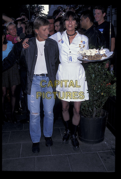 MARTINA NAVRATILOVA & CHRISSIE HYNDE.Ref: 1238.full length, full-length, Hard Rock Cafe.*RAW SCAN- photo will be adjusted for publication*.www.capitalpictures.com.sales@capitalpictures.com.©Capital Pictures