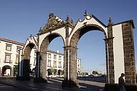 Portas da Cidade an Praca Gonzalo Velho Cabral in Ponta Delgada auf der Insel Sao Miguel, Azoren, Portugal