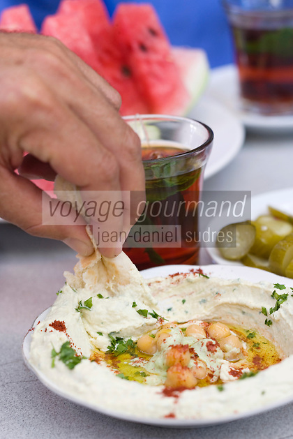 Asie/Israël/Judée/Jérusalem: lHoummous et thé dans un café