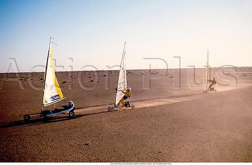 Land Yachting, Transat Des Sables, 980606. Photo: De Tienda/Action Plus....1998.speed sailing.speedsailing.desert.extreme.sports sport.excitement.radical.fun.daring.dare.sail