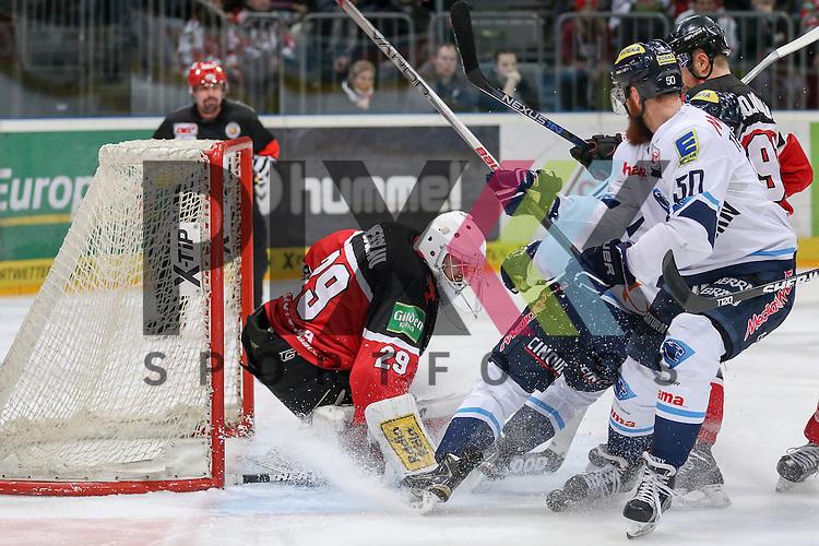 Koelns Gustaf Wesslau (Nr.29) pariert eine Chance, der Puck rutsch durch die Beine der Angreifer vorbei an Ingolstadts Thomas Pielmeier (Nr.50) und Koelns Moritz Mueller (Nr.91)  beim Spiel in der DEL, Koelner Haie - ERC Ingolstadt.<br /> <br /> Foto &copy; PIX-Sportfotos *** Foto ist honorarpflichtig! *** Auf Anfrage in hoeherer Qualitaet/Aufloesung. Belegexemplar erbeten. Veroeffentlichung ausschliesslich fuer journalistisch-publizistische Zwecke. For editorial use only.