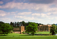 Broughton Castle home of Lord Saye and Sele near Banbury in Oxfordshire, made of Oxfordshire ironstone, England, UK