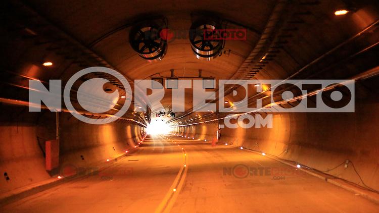 """COSOMATE PUEBLO NUEVO, DURANGO, 17OCTUBRE2013.- El Jefe del Ejecutivo puso en marcha las actividades de la autopista Durango-Mazatlán. Calificada como obra de clase mundial cuesta con mas de 25 mil millones de pesos, con una extensión de 230 kilómetros, con 61 túneles y 115 puestes, incluyendo el mas alto del mundo """"El Baluarte"""""""