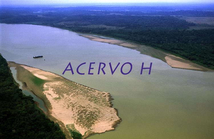 vista aérea do rio Madeira, próximo a Porto Velho - Rondônia<br />dezembro de 2003