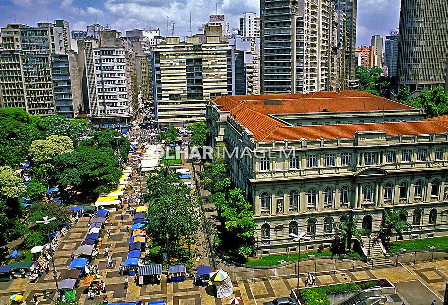 Edificio Caetano de Campos na Praça da Republica. São Paulo. 2002. Foto de Juca Martins.