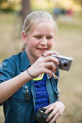 20140805 Vilda-l&auml;ger p&aring; Kragen&auml;s. Foto f&ouml;r Scoutshop.se<br /> scout, fotar, scoutskjorta, dag, gr&auml;smatta, l&auml;gerplats, ljust,