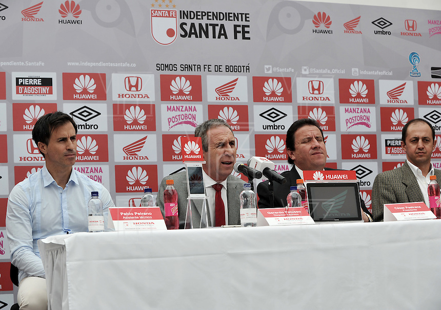 BOGOTA - COLOMBIA- 10-06-2015: Pablo Peirano (Izq.), Asistente Técnico, Gerardo Pelusso (2 Izq.), Tecnico,  Cesar Pastrana (2 Der.), Presidente de Independiente Santa  Fe y Javier Carvallo (Der.) Preparador Físico, durante presentación de Gerardo Pelusso, de Uruguay,  nuevo técnico de Independiente Santa Fe,  durante rueda de prensa en la sede del Club. Pelusso,  uruguayo de 60 años ha trabajado en clubes como la Universidsd de Chile, Olimpia   de Paraguay, Nacional  de Uruguay y la Selección  de Paraguay,  firmo contrato inicialmente por un año.  / Pablo Peirano (L), Assistant Coach, Gerardo Pelusso (2 L), Coach, Cesar Pastrana (2 R), President of Independiente Santa  Fe and Javier Carvallo (R) Physical Trainer, during a press conference in the clubhouse. Pelusso, Uruguayan, 60 years,  has worked in clubs like the Universidsd of Chile, Olimpia of Paraguay, Nacional of Uruguay and Paraguay Selection, signed contract initially for a year. Photo: VizzorImage / Luis Ramirez / Staff