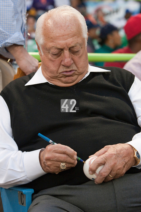8 March 2009: Tommy Lasorda signs autographs as he watches the game between Dominican Republic and Panama during the 2009 World Baseball Classic Pool D match at Hiram Bithorn Stadium in San Juan, Puerto Rico. Dominican Republic wins 9-0 over Panama.