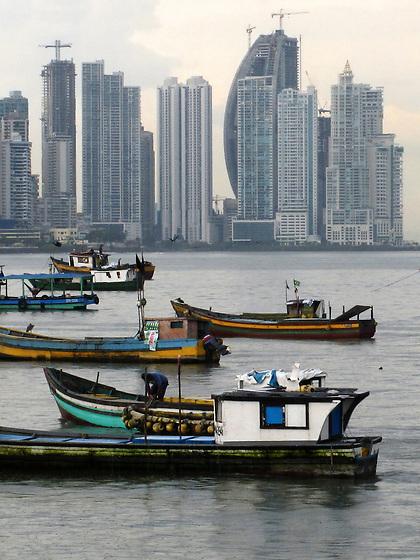 Barcas en Casco Viejo / Ciudad de Panamá.