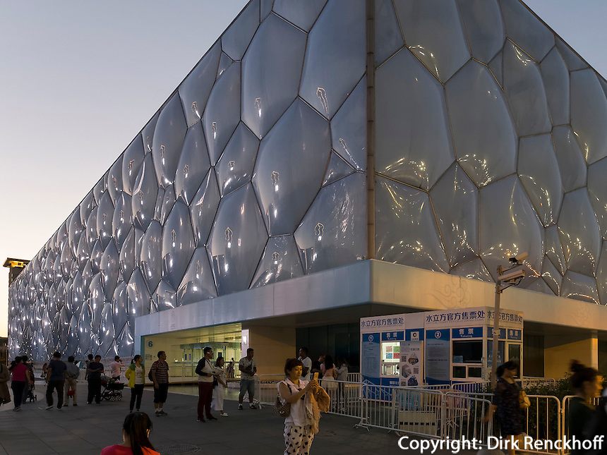 Schwimmhalle Wasserw&uuml;rfel im Olympia-Center, Peking, China, Asien<br /> indoor swimming pol water cube at Olympic Center,  Beijing, China, Asia
