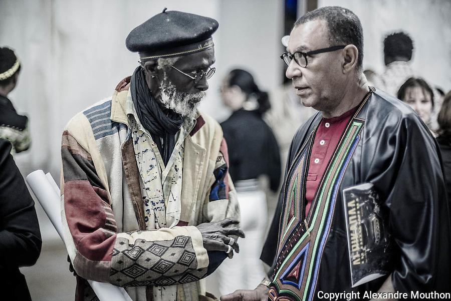 Au centre de Dakar, dans l'ancien quartier colonial du Plateau, la biennal d'art contemporain 2016 bat son plein. Elle concentre, sous surveillance, l&rsquo;&eacute;lite dakaroise, les artistes africains en vogue, et le march&eacute; international de l&rsquo;art.<br /> L&rsquo;Institut fran&ccedil;ais est un des nombreux partenaires de l&rsquo;&eacute;v&eacute;nement. Il h&eacute;berge &agrave; la galerie Le Man&egrave;ge l&rsquo;exposition &laquo; La Maison Sentimentale &raquo; du Malgache Jo&euml;l Andrianomearisoa.