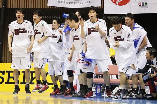Toshiba Brave Thunders team group,<br /> May 21, 2014 - Basketball : <br /> National Basketball League &quot;NBL&quot; FINALS 2013-2014 GAME 1 match between Wakayama Trians 61-69 Toshiba Brave Thunders <br /> at Kawasaki Todoroki Arena, Kanagawa, Japan. <br /> (Photo by AFLO SPORT)