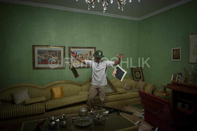 Remi OCHLIK/IP3 PRESS - On august, 25, 2011 In Tripoli - Rebels in the villa of secret service leader Mohamed Senoussi, in Tripoli on August 25, 2011..