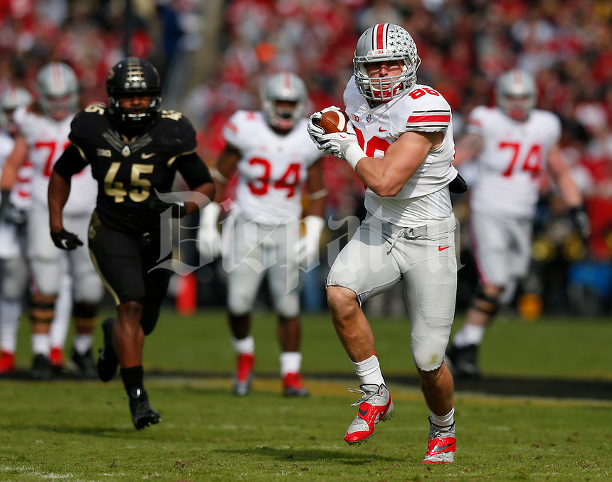 Ohio State Buckeyes tight end Jeff Heuerman (86) catches a pass during Saturday's NCAA Division I football game against Purdue at Ross-Ade Stadium in West Lafayette, In. on November 2, 2013. (Barbara J. Perenic/The Columbus Dispatch)