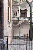 Palermo, oratory of Santa Cita: arcades dating back to the sixteenth century, with Roman arches on Doric columns.<br /> Palermo, oratorio di Santa Cita:Loggiato risalente alla fine del cinquecentesco,a duplice ordine, con archi a pieno centro su colonne doriche.