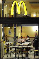 - Milan, Mc Donald's  fast food in Cordusio square....- Milano, fast food Mc Donald's in piazza Cordusio
