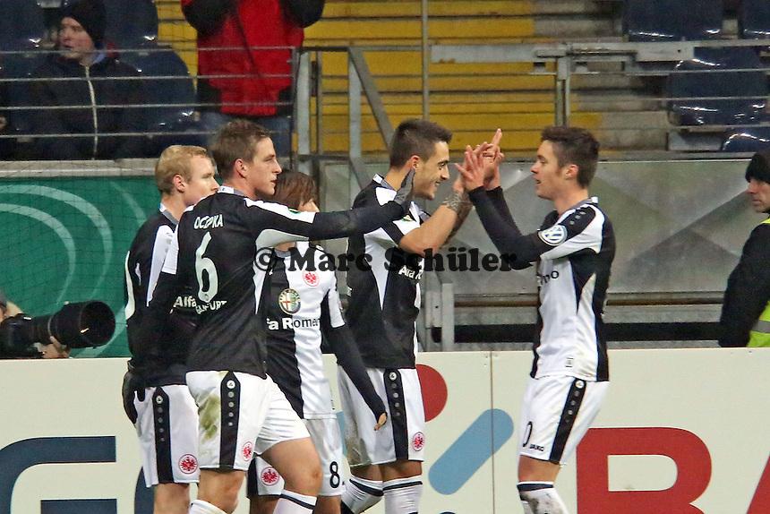Joselu (Eintracht) hat das 1:0 erzielt und jubelt mit Vorbereiter Vaclav Kadlec - Eintracht Frankfurt vs. SV Sandhausen, DFB-Pokal, Commerzbank Arena
