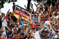 ATENCAO EDITOR: FOTO EMBARGADA PARA VEICULO INTERNACIONAL - SAO PAULO, SP 25 DE NOVEMBRO 2012 - FORMULA 1 GP BRASIL - Torcedores durante o Grande Premio do Brasil de Formula 1, no autodromo de Interlagos, zona sul da capital, neste domingo.FOTO: PIXATHLON - BRAZIL PHOTO PRESS